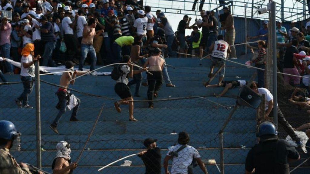 Suspenden un partido de la Liga paraguaya por violencia en las gradas