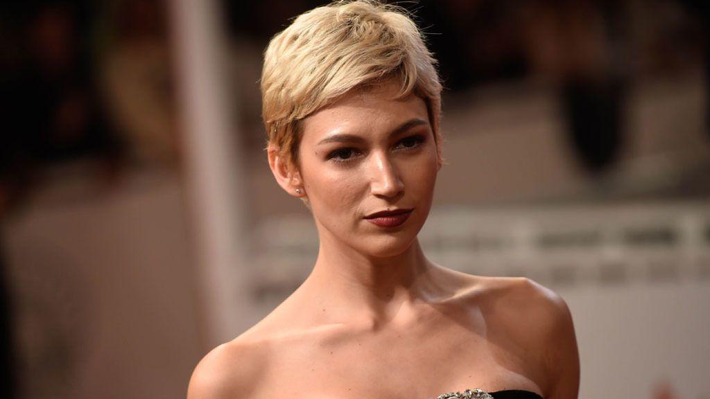 Úrsula Corberó cambia de 'look' en tiempo récord: Del rubio 'Marilyn' al moreno 'Blancanieves' en menos de 15 días