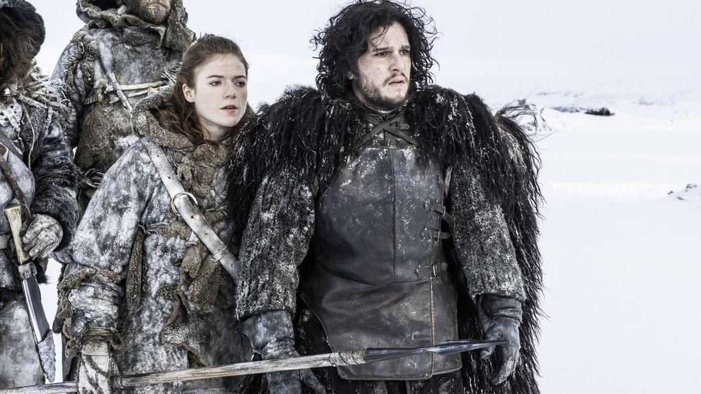 Ygritte y Jon Snow, en la segunda temporada de 'Juego de tronos'