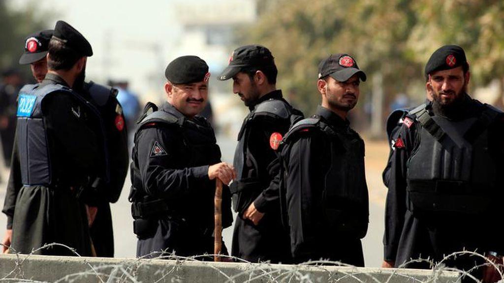 Policías aseguran la Oficina Nacional de Rendición de Cuentas de Pakistán