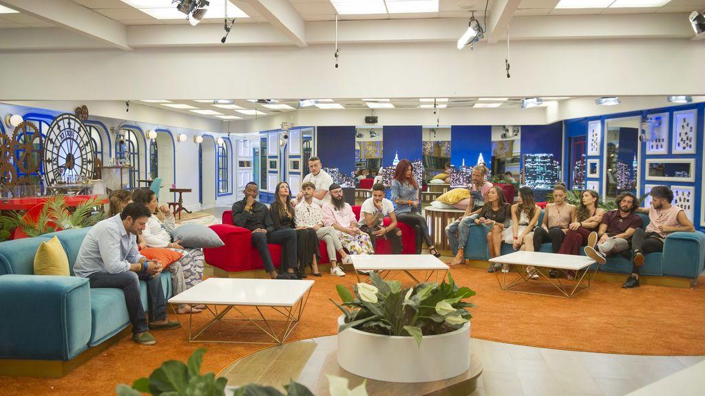 Los concursantes de 'Gran hermano revolution', durante la cuarta gala del concurso emitido por Telecinco