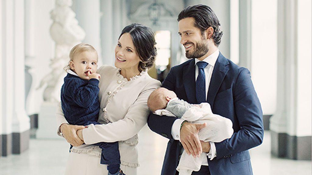 Carlos Felipe de Suecia y Sofia Hellqvist ya tienen primer posado oficial en familia (¡ al completo!)