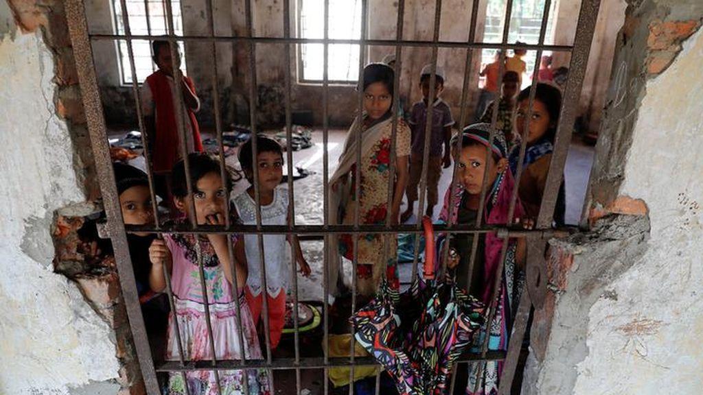 Niños rohingya acuden a la escuela en Bangladesh