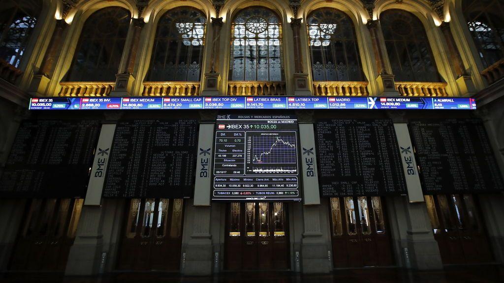 El Ibex 35 sube un 0,23% en la apertura y conquista los 10.200 enteros, pendiente de Cataluña