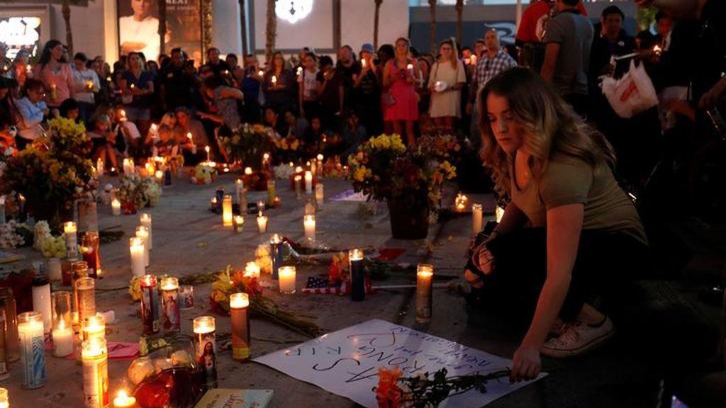 Las Vegas se llenan de memoriales una semana después de la masacre
