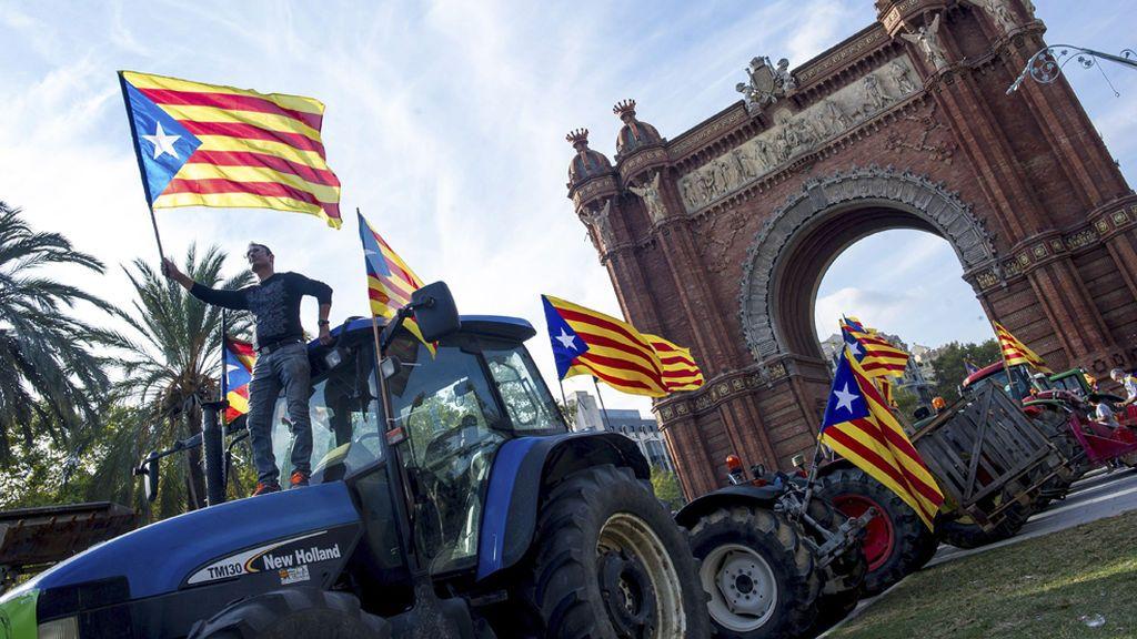 Concentración de tractores en Barcelona en apoyo a Puigdemont y la independencia