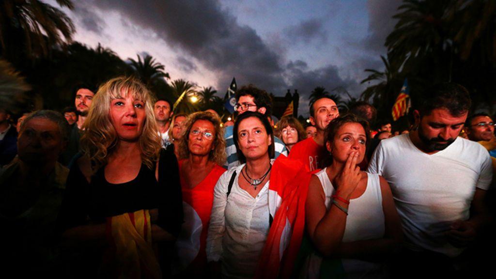 Las caras de la decepción que dejan las palabras de Puigdemont
