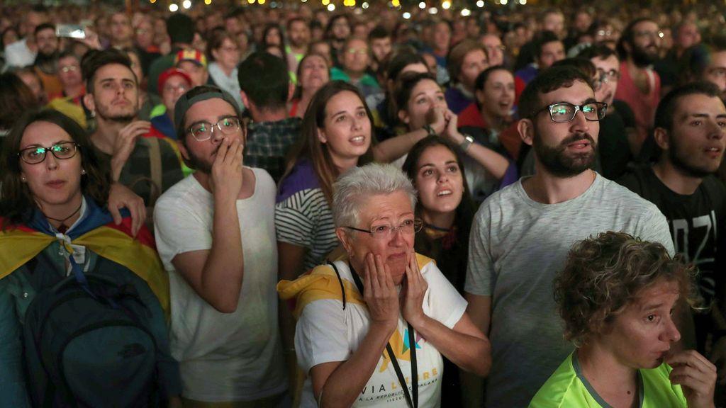 De la ilusión a la decepción en ocho segundos por las palabras de Puigdemont