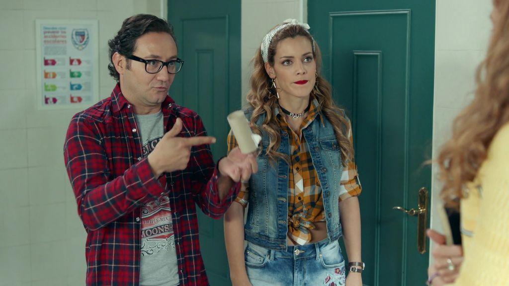 Carmen pilla a Sergio y a Cloe juntos (y revueltos) en el baño del colegio