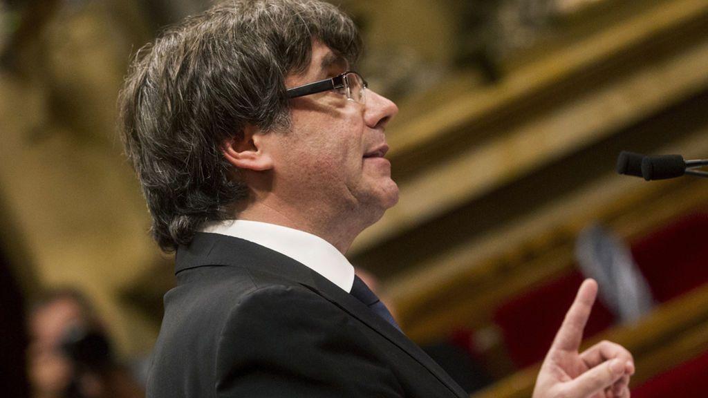 """Puigdemont declara la independencia y la suspende en una llamada al """"diálogo"""""""