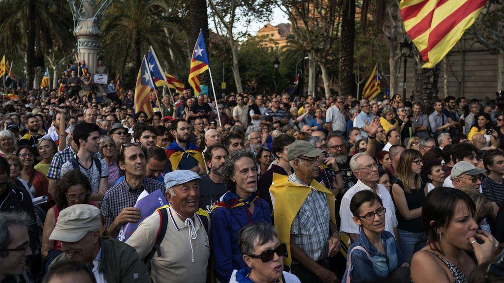 ANC y Òmnium promueven una concentración para apoyar a Puigdemont y a la DUI