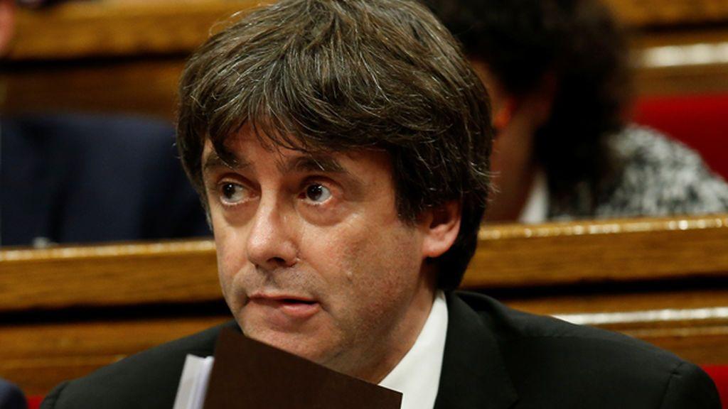 Puigdemont declara la independencia de Cataluña, pero la suspende unas semanas