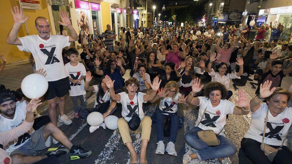 Protestas en Murcia por las vías del AVE:  Adif propone adelantar obras de soterramiento