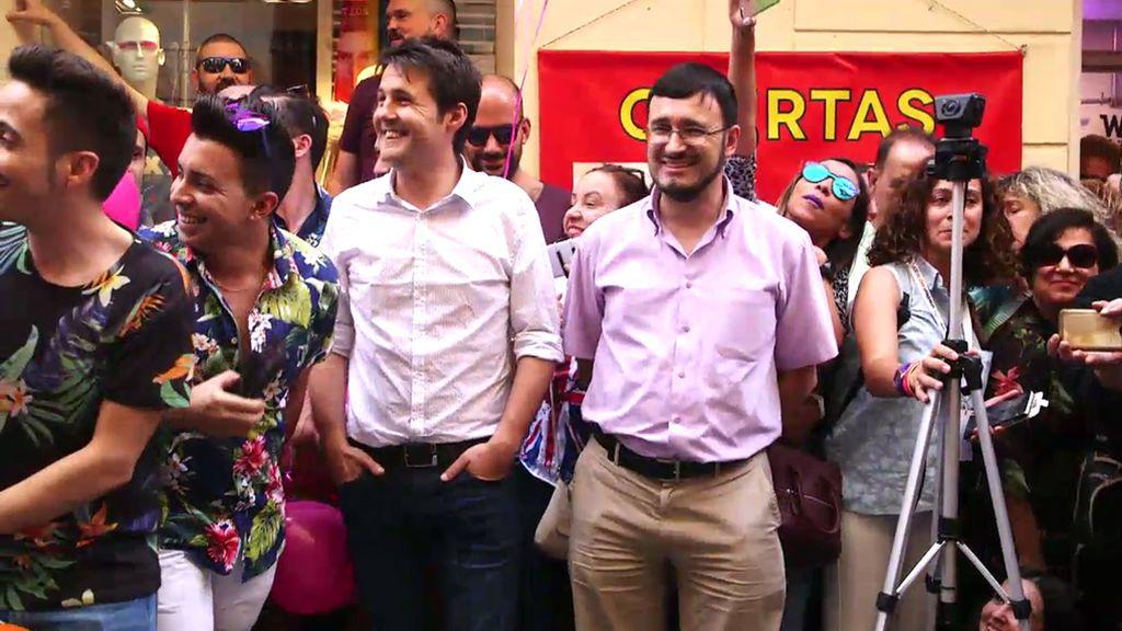 Jorge no entiende la homosexualidad pero le pillamos sonriendo en la 'carrera de tacones'