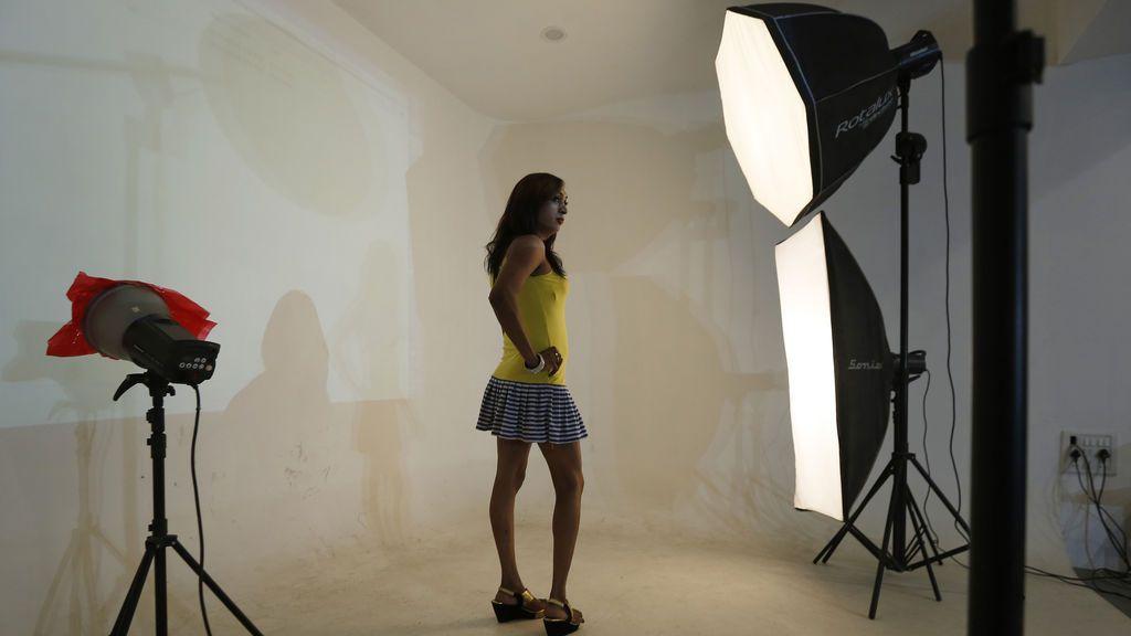 Las fotos de unas modelos ucranianas haciéndose pasar por enfermas de cáncer que incendian la red