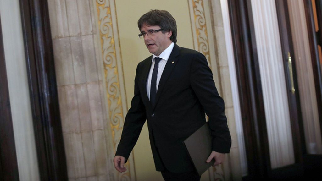 El pleno del Parlament se retrasa una hora a petición de Puigdemont