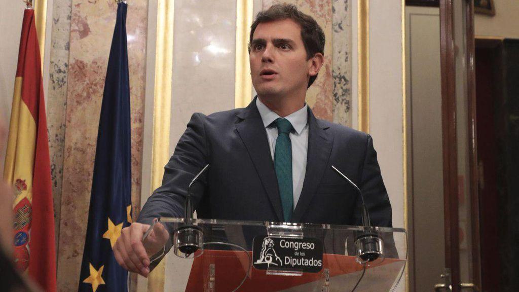 """Rivera asegura que suspender la declaración de independencia es un """"chantaje"""" de Puigdemont"""