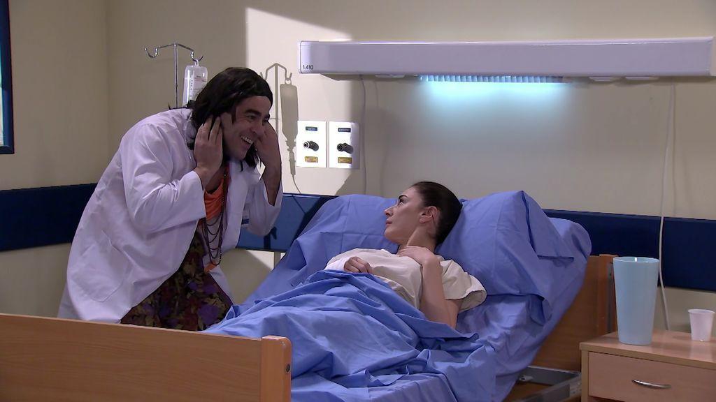 Amador se disfraza de enfermera para visitar a la Yoli en el hospital