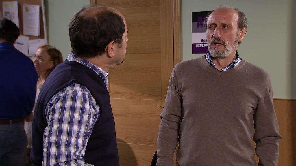 ¡Enrique y Antonio hacen un trío!