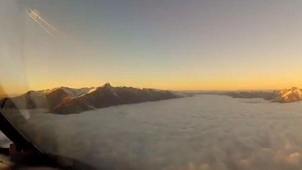 A través de un manto de nubes y a ciegas: así aterriza un piloto en  Nueva Zelanda