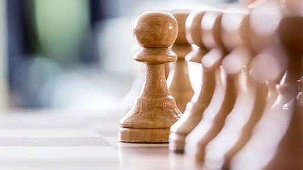 Puigdemont contesta al requerimiento del Gobierno con la imagen de una partida de ajedrez