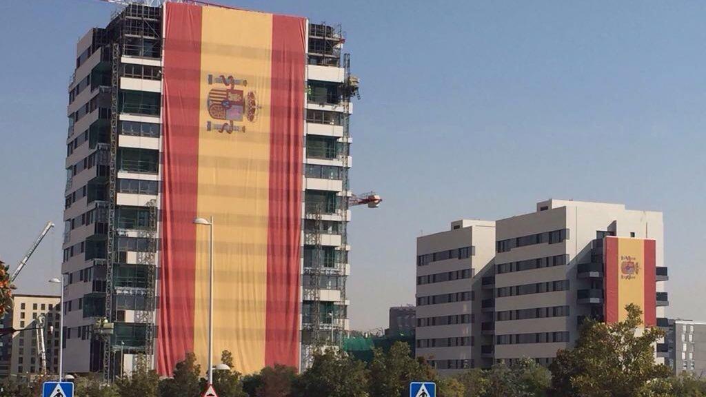 Una bandera de espa a de 731 metros cuadrados colgada en - Metros cuadrados espana ...