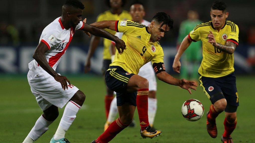 ¿Empate pactado? En chile denuncian unas imágenes de Falcao hablando con los futbolistas peruanos
