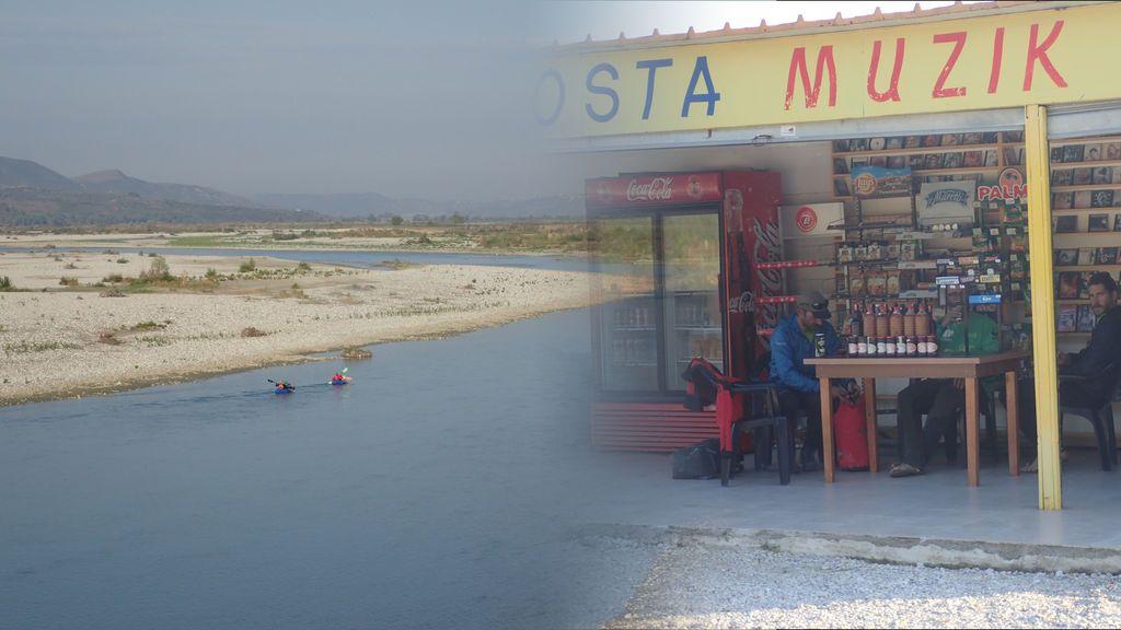 ¿Qué hace una tienda de CD's a orillas del Vjosa y en medio de la nada?