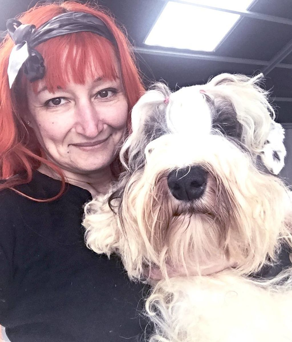 Se casa con su perro tras haber perdido la esperanza en los hombres