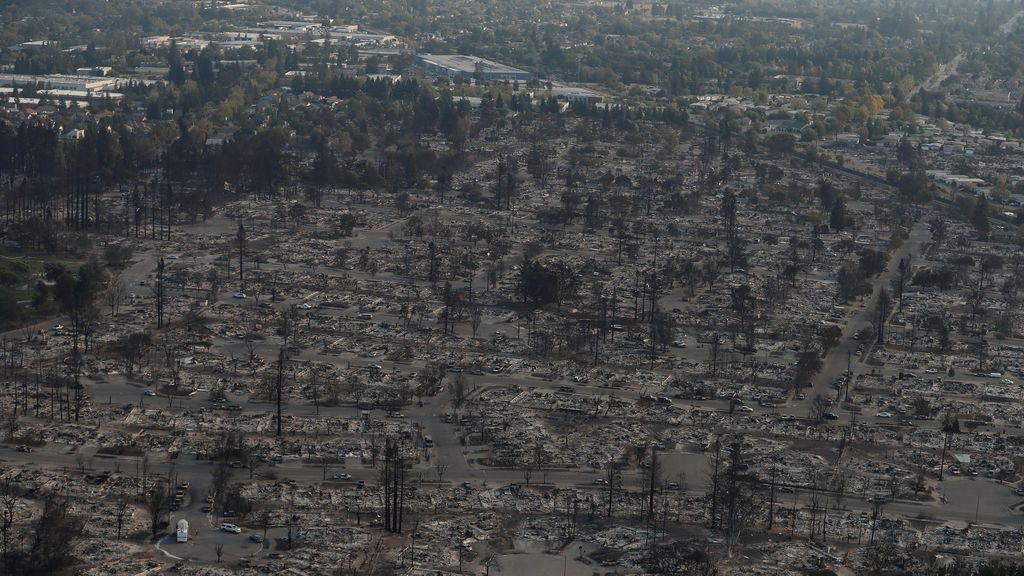 23 muertos y 20.000 evacuados por los incendios forestales en California