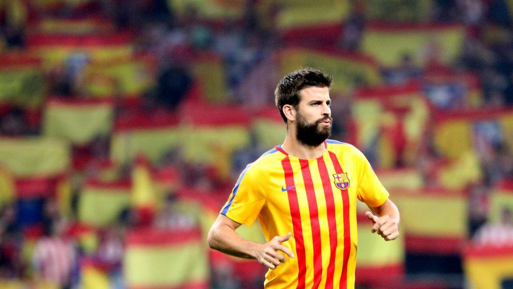 """El Metropolitano recibe al Barça con miles de banderas de España y gritando """"¡Viva España!"""""""