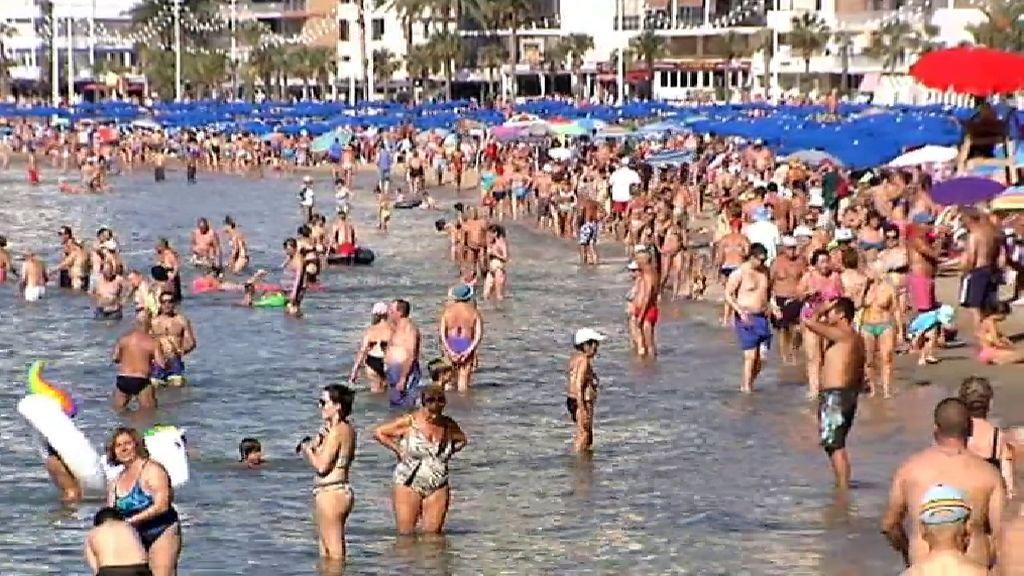 Las altas temperaturas disparan en octubre el turismo de playa