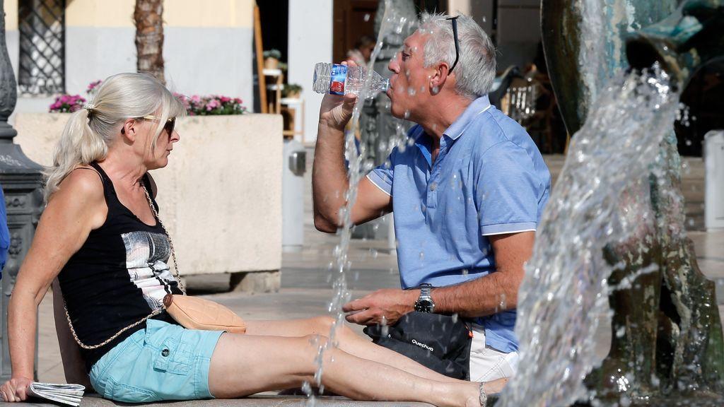 Temperaturas de verano en toda España,  alcanzando los 35ºC en Canarias