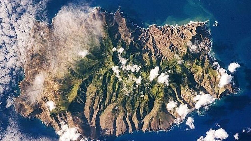 Inauguran un vuelo con destino a la isla-prisión de Napoleón, Santa Helena