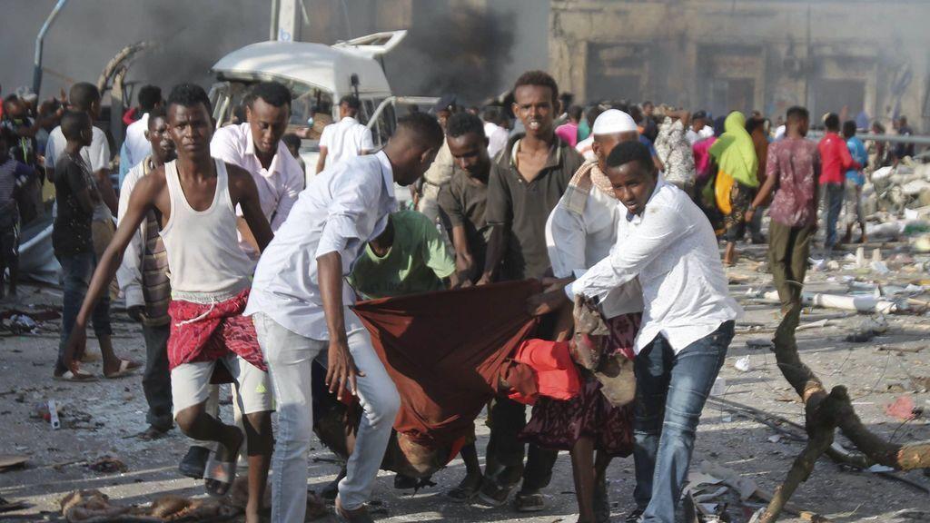 Al menos 185 muertos y más de 200 heridos en los atentados de Mogadiscio
