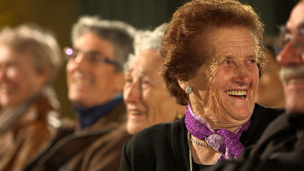 Os presentamos a Carlina, la abuela aventurera que todos desearíamos tener