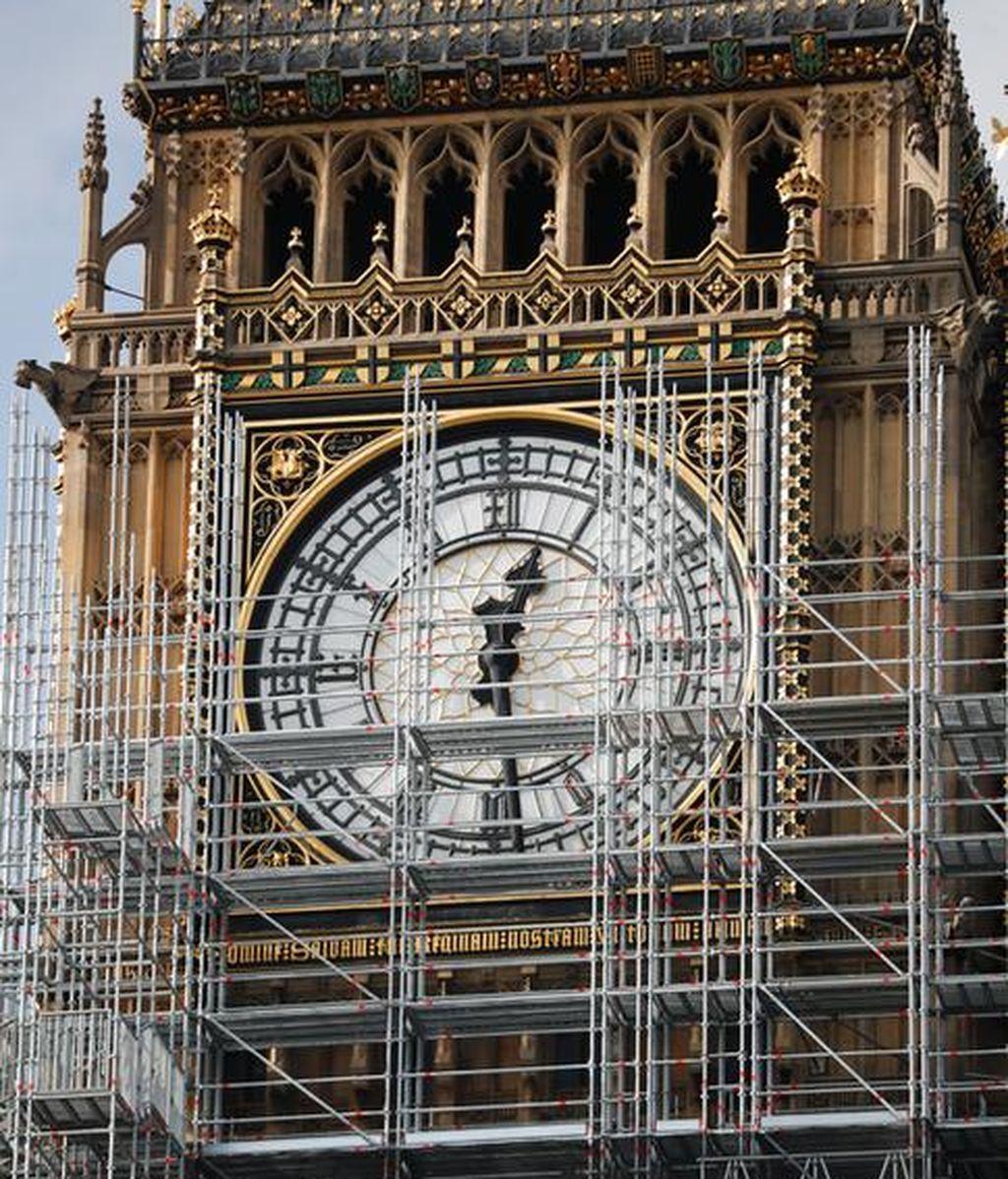 El Big Ben se cubre de andamios