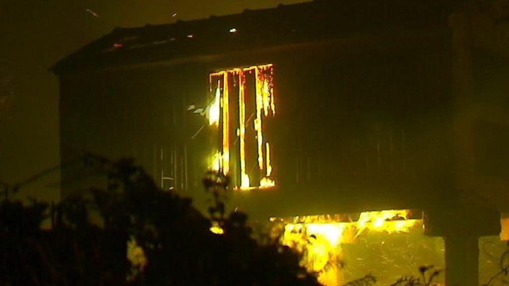 Vigo, a punto de ser engullida por las llamas
