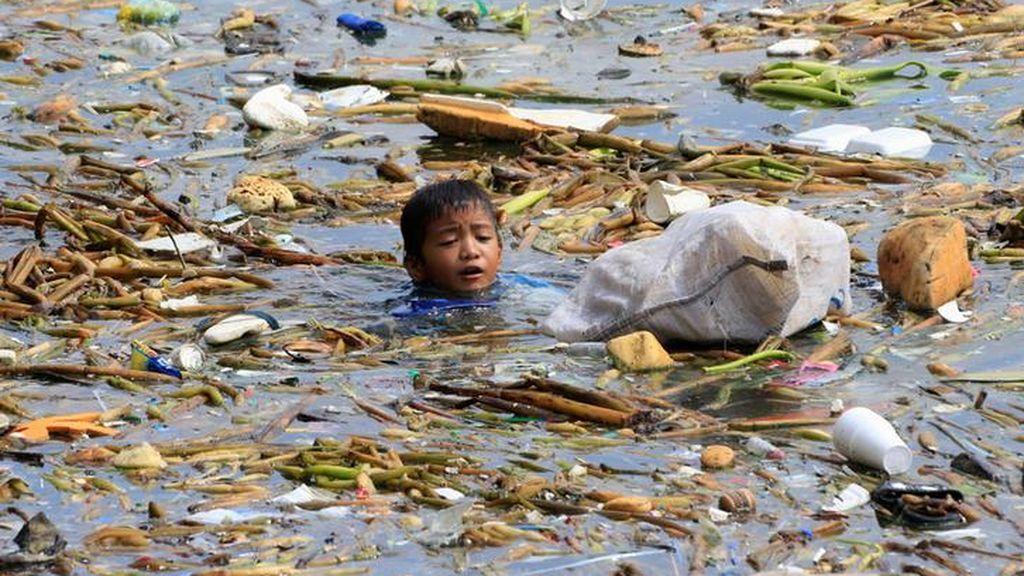Nadando en un mar de plástico