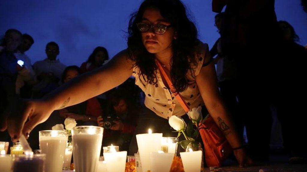 Continúan las vigilias en memoria de las víctimas del terremoto de México