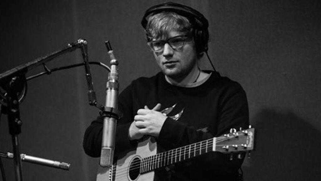 Atropellan a Ed Sheeran y se rompe el brazo