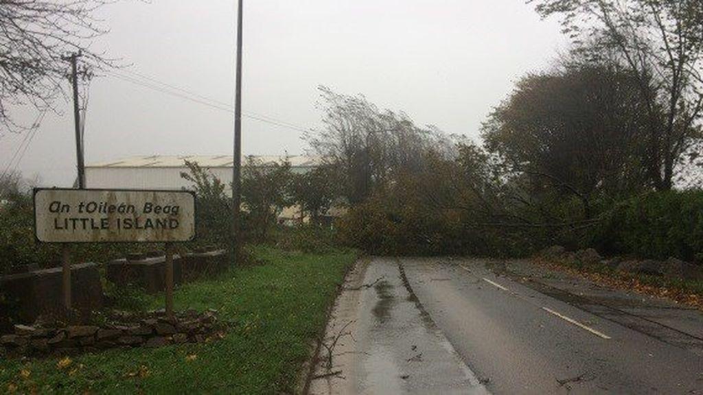 Una mujer muere en Irlanda por los fuertes vientos del huracán 'Ophelia'