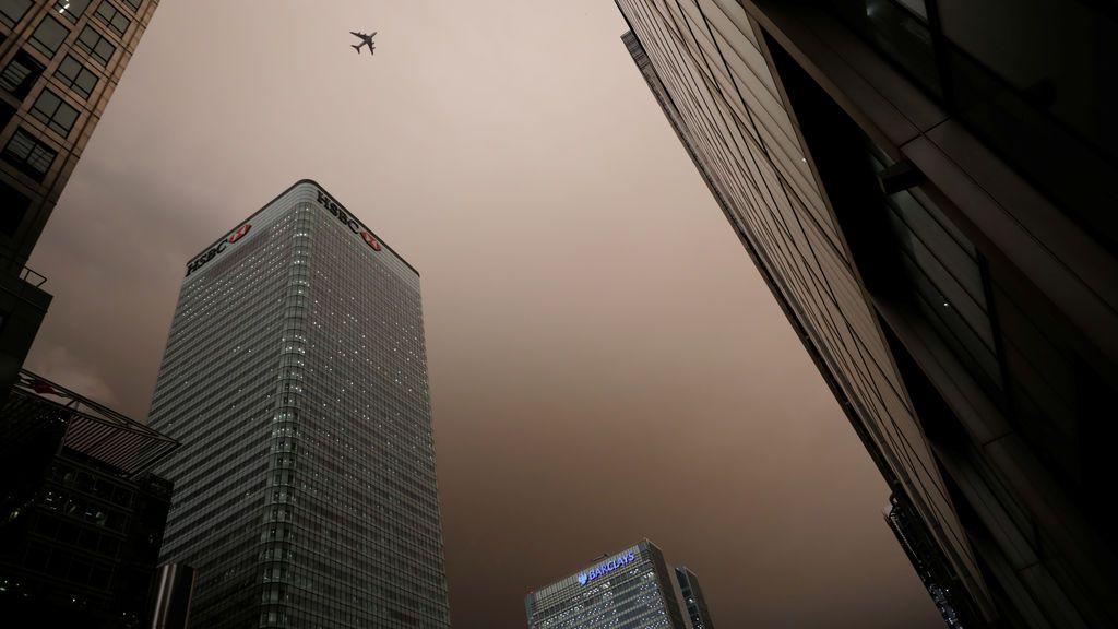 El cielo se torna negro a media tarde en Londres