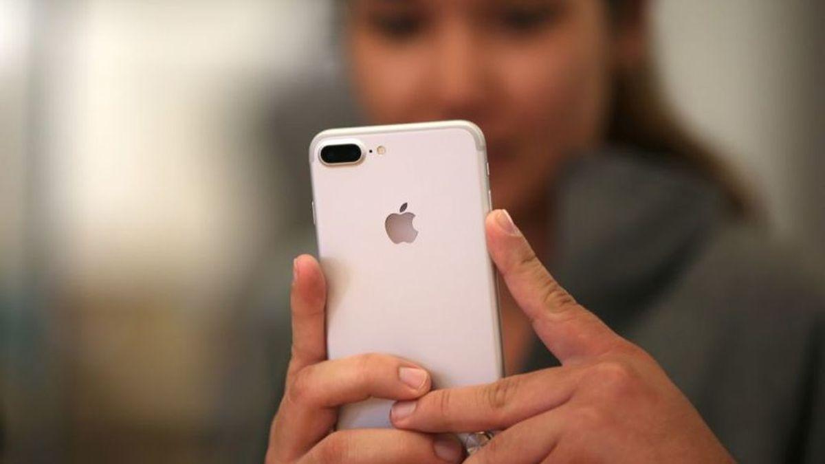 Una adolescente subasta su virginidad para comprarse un iPhone 8
