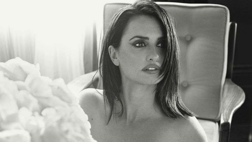 Penélope Cruz y sus nuevos posados 'hot': En lencería, desnuda y  muy 'sexy'
