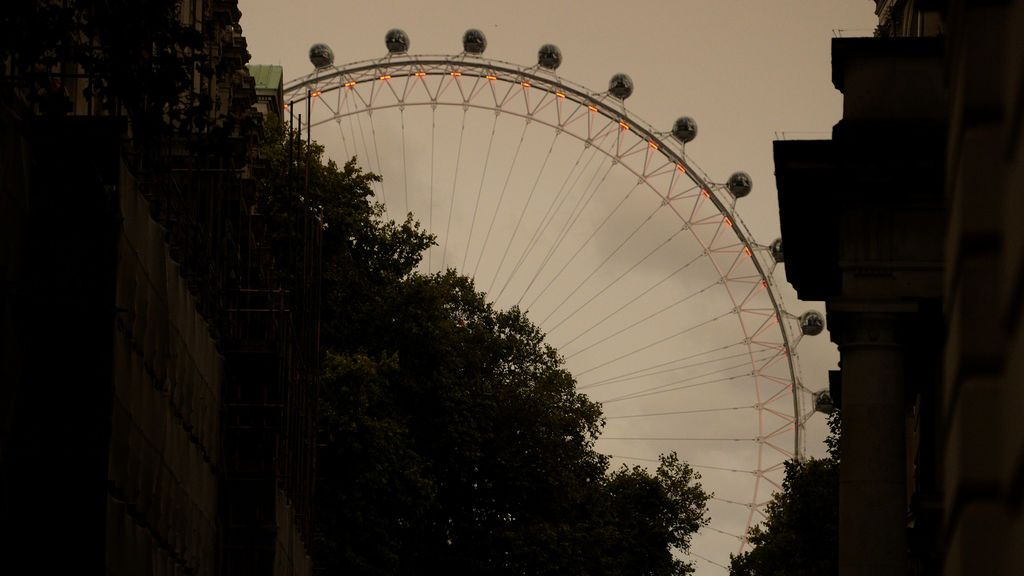 Los incendios de España y las arenas del Sahara tiñen el cielo de Londres