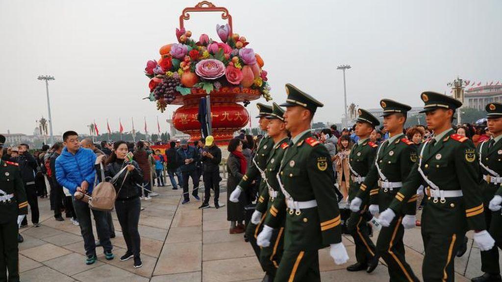 Levantamiento de banderas en la Plaza de Tiananmen