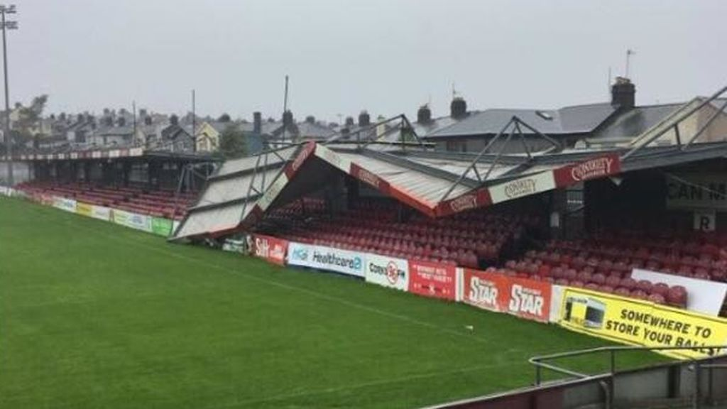 "El huracán ""Ophelia"" destroza el estadio del Cork City"