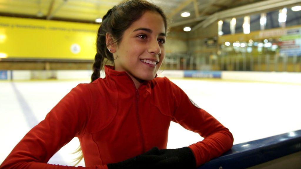 Iria, patinadora de 13 años, sueña con los Olímpicos y se despierta a las 6.30 de la mañana para entrenar