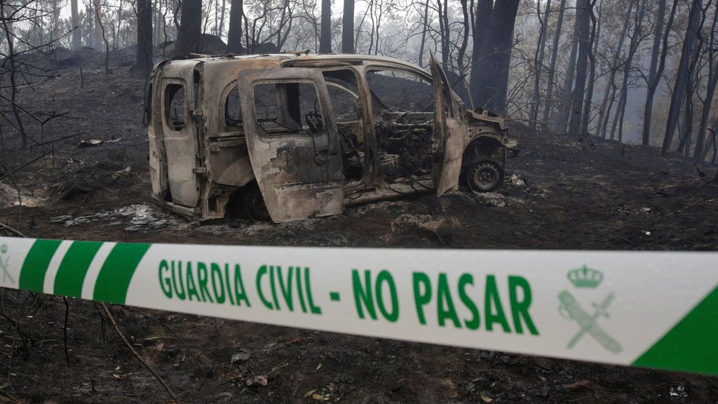 """El Coruxo muestra los efectos del incendio de Galicia: """"Ni el chapapote ni el fuego podrán con nuestras fuerzas"""""""